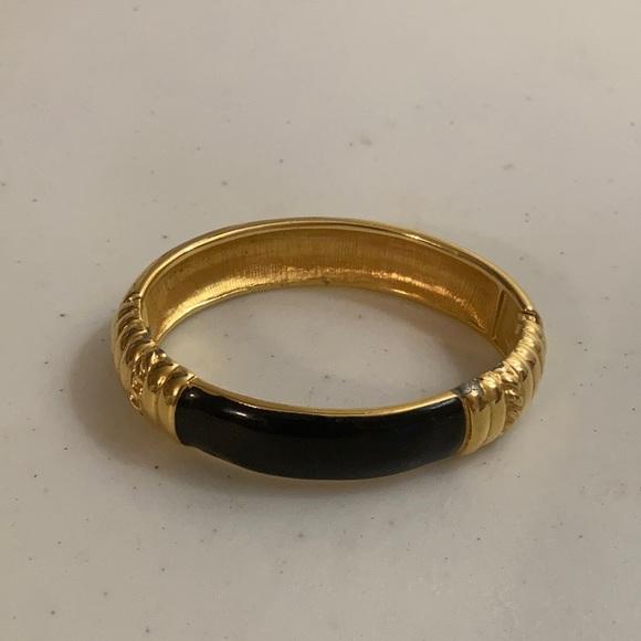 Monet goldtone hinged bangle bracelet w/enamel